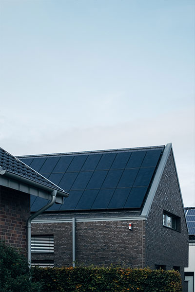 House using solar plates for energy